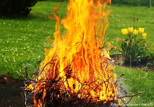 gartenabf lle verbrennen wie ist die rechtslage garten hausxxl garten hausxxl. Black Bedroom Furniture Sets. Home Design Ideas