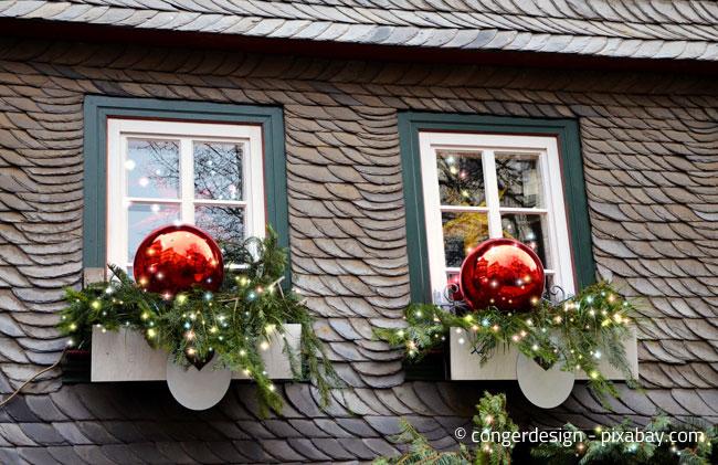 Weniger ist mehr: Am besten nicht zu sehr übertreiben bei der Weihnachtsdekoration im Außenbereich