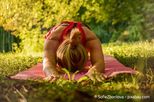 Yoga im Garten mit Vogelgezwitscher - Die perfekte Entspannung