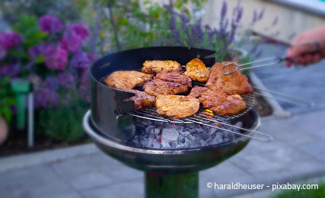 Grillen mit Holzkohle ist traditionell und urig