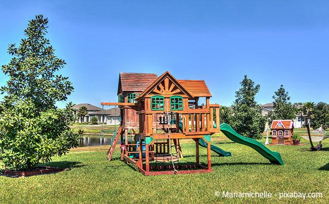 Auch Baum- oder Spielhäuser sind für Kinder eine optimale Möglichkeit zur Beschäftigung