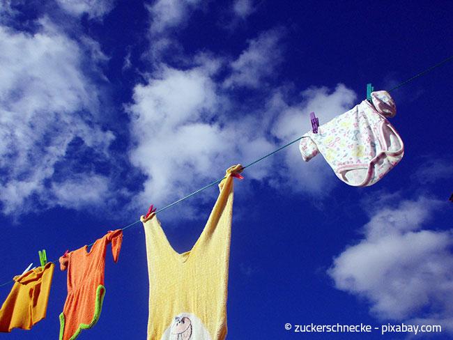 Hängen Sie die Wäscheteile möglichst weit auseinander, damit alles gut trocknen kann