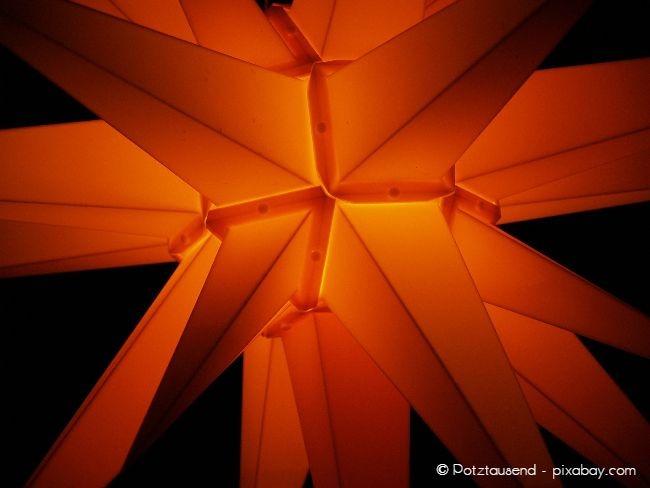 Für den Außenbereich sollten Sie einen Herrnhuter Stern aus Kunststoff wählen