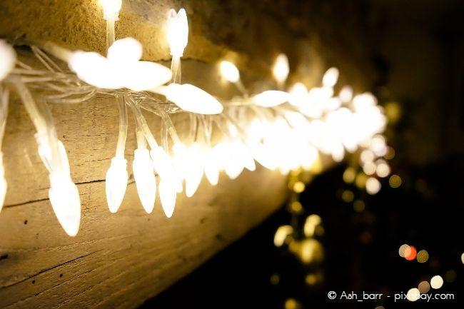Eine weihnachtlich beleuchtete Fassade kann ein echter Hingucker sein