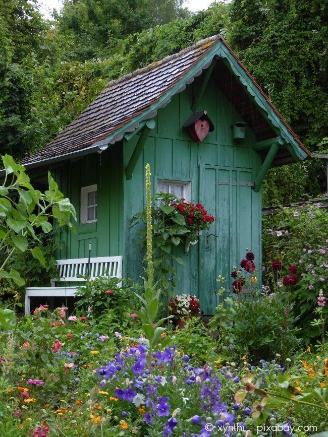 Bis 24 m² benötigen Sie in einer Kleingartenanlage keine Baugenehmigung für ein Gartenhaus.