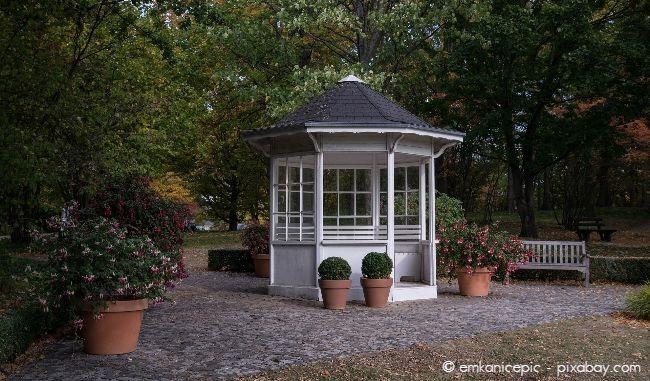 Der Standort Ihres Gartenhauses spielt eine wichtige Rolle dabei, ob Sie eine Baugenehmigung benötigen.