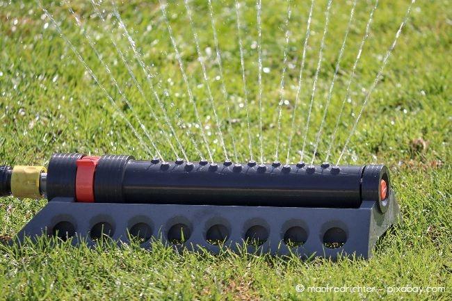 Rasensprenger sind zur Bewässerung meist sehr gut geeignet