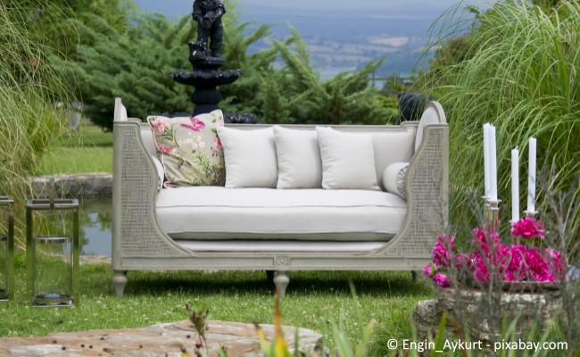 Bequeme Sitzgelegenheiten sind ein Must-have in jedem Garten.