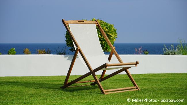 Liegestühle gehören zu jedem Garten dazu und sind der Inbegriff von Sommer.