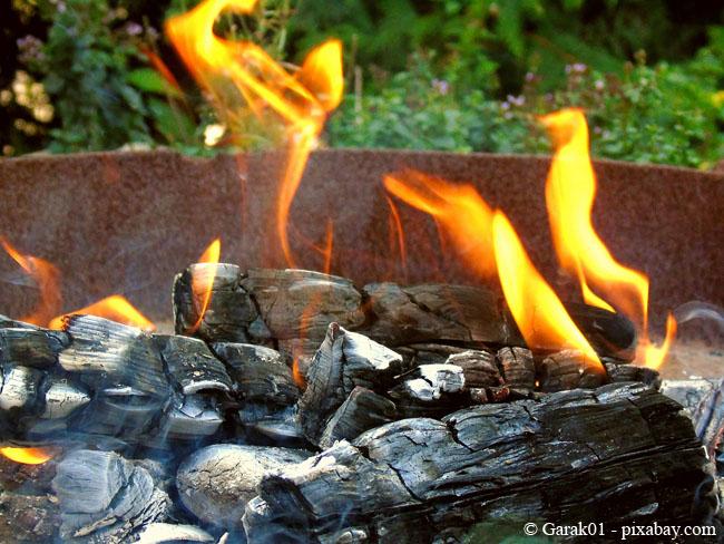 Ob Feuerschale aus Eisen, Stahl oder Gusseisen: Sie haben die Wahl!