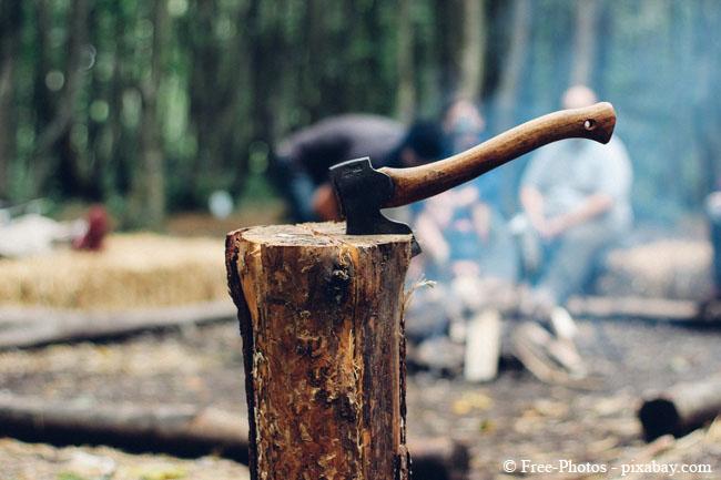 Oberste Regel beim Holzspalten: Nie alleine arbeiten!