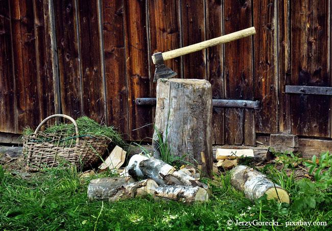 Verarbeiten Sie Holz am besten so schnell wie möglich, dann lässt es sich einfacher spalten.