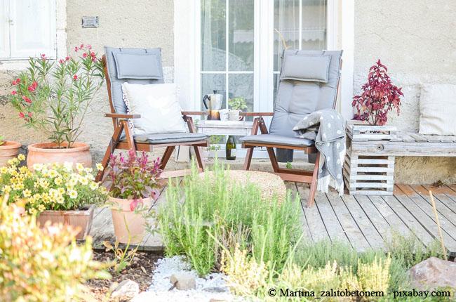 Wenn Sie Ihre Terrasse auch bei regnerischem Wetter nutzen möchten, sollten Sie sich Gedanken über eine geeignete Überdachung machen.