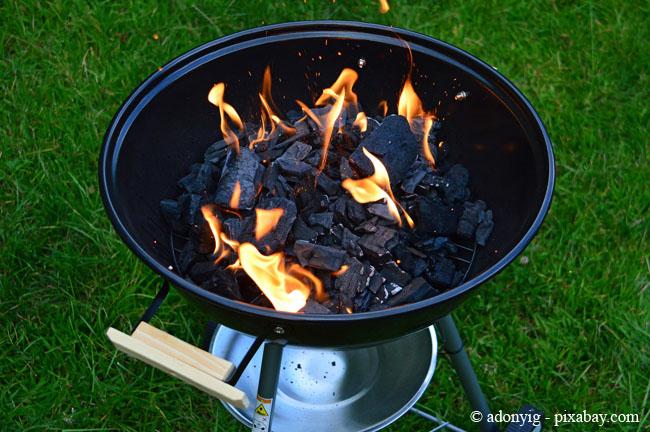 Holzkohlegrills sind und bleiben die Klassiker beim Grillen.